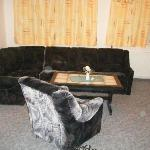 Suite 633 settee and chair