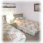 Guest Bedroom, 2 twin beds