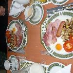  English breakfast : nous avons ttous ador...