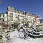 Hausansicht GRAND HOTEL im Winter