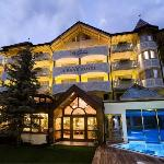 Photo de Hotel Piz Galin
