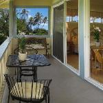 The lanai on the Palm Cabana is quiet and private with beautiful views of the Koolau Moauntains