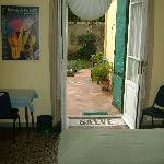 Un'altra stanza con accesso al giardino - Another room with access to the garden