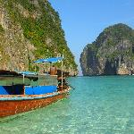Photo de Maya Bay Sleep Aboard