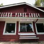 ‪Silver Pines Lodge‬