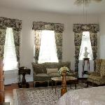 The Columns B&B Inn - The Azalea Suite