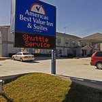 ‪Americas Best Value Inn & Suites-Bush Int'l Airport‬