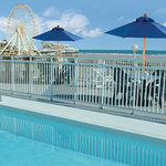 The Heart of Wildwood rooftop pool overlooks beach and boardwalk.