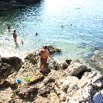 The sea is easily and safely accessible - ideal for small children or eldery people