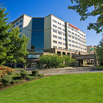 Embassy Suites Seattle-Tacoma Intl. Airport entrance