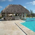 Cocotal swimming pool and bar