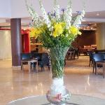  fresh flowers in the lobby