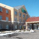 Welcome to the Brand New Holiday Inn Express Lapeer
