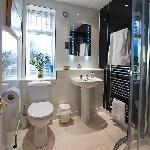 Deluxe Triple - en suite bathroom