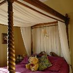  Room 3 king size four poster