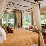 Lookout Point Lakeside Inn