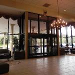 Lobby Beatiful- people friendly- Good Bar & grill