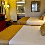 Relax with 2 queen beds, fridge and microwave, free Wi-Fi