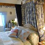 Cornflower fourposter room