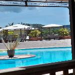  piscine vue du Bar/resto HOtel Cap Macabou