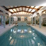  Piscina y jacuzzi gratuito
