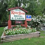 ‪Riverbend Motel & Cabins‬