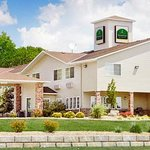  Wamego Inn &amp; Suites