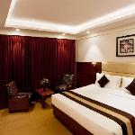 The Royal Regency resmi