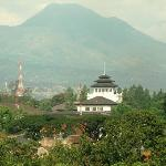 Gedung Sate and mountain
