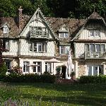  Le Manoir as you approach