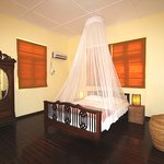 Alamanda Inn Yangon (The Frangipanier room in upper floor with a private balcony / la chambre Fr