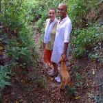  Sandrine, Shahul et leur chien lors d&#39;une randonne