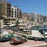 Spinola Bay, Within Walking Distance