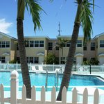 ‪Barefoot Beach Resort‬