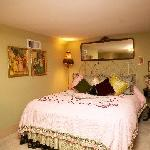 Additional bedroom with queen bed for 2