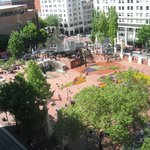 ‪Pioneer Courthouse Square‬