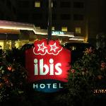  Hotel Ibis at night