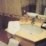 Room 1227 Bathroom