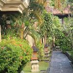 Adi Dharma Cottages resmi