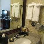 Sheraton Pasadena - Bathroom