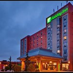 Holiday Inn &amp; Suites