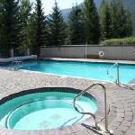 Harriman Pool & hot tub year-round