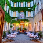 ‪Relais & Chateaux Relais Royal‬
