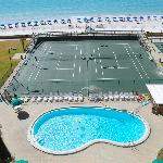 Holiday Surf Destin Beach front - Amenities include Pool, Tennis Courts and Shuffleboard