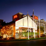 ‪Hampton Inn and Suites Raleigh/Cary-I-40 (PNC Arena)‬