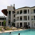 The Manor Hotel resmi