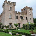  il castello visto dal giardino pensile