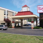 Red Roof Inn & Suites Columbus - W. Broad