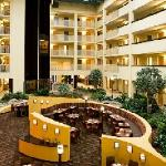 ‪Embassy Suites Philadelphia - Airport‬