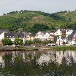  Town of Zell and the Moselle is 5 mins away